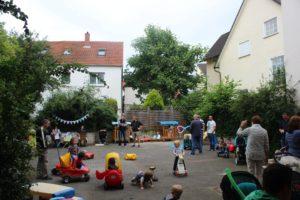 Spiel und Spaß im Hof